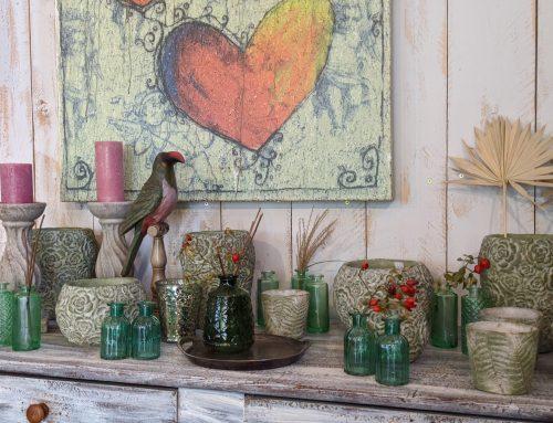 Vasen und Pflanzgefäßen